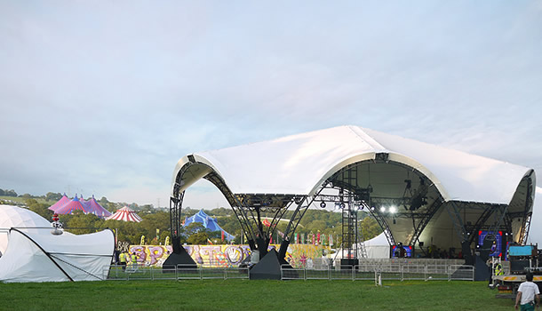 g2-at-glastonbury-during-the-install
