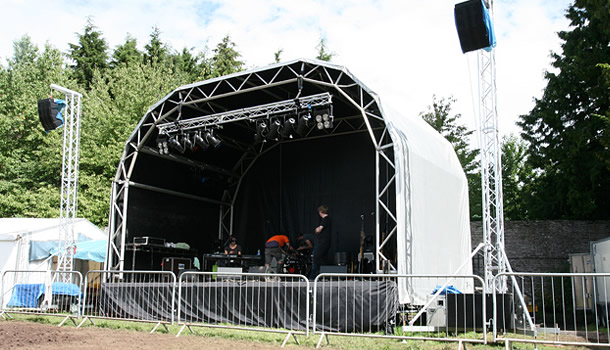outdoor-live-stage